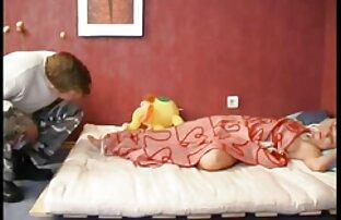 او در مطب ماند و مقعد را روی یک مبل کیرتو کس خفن چرمی بست
